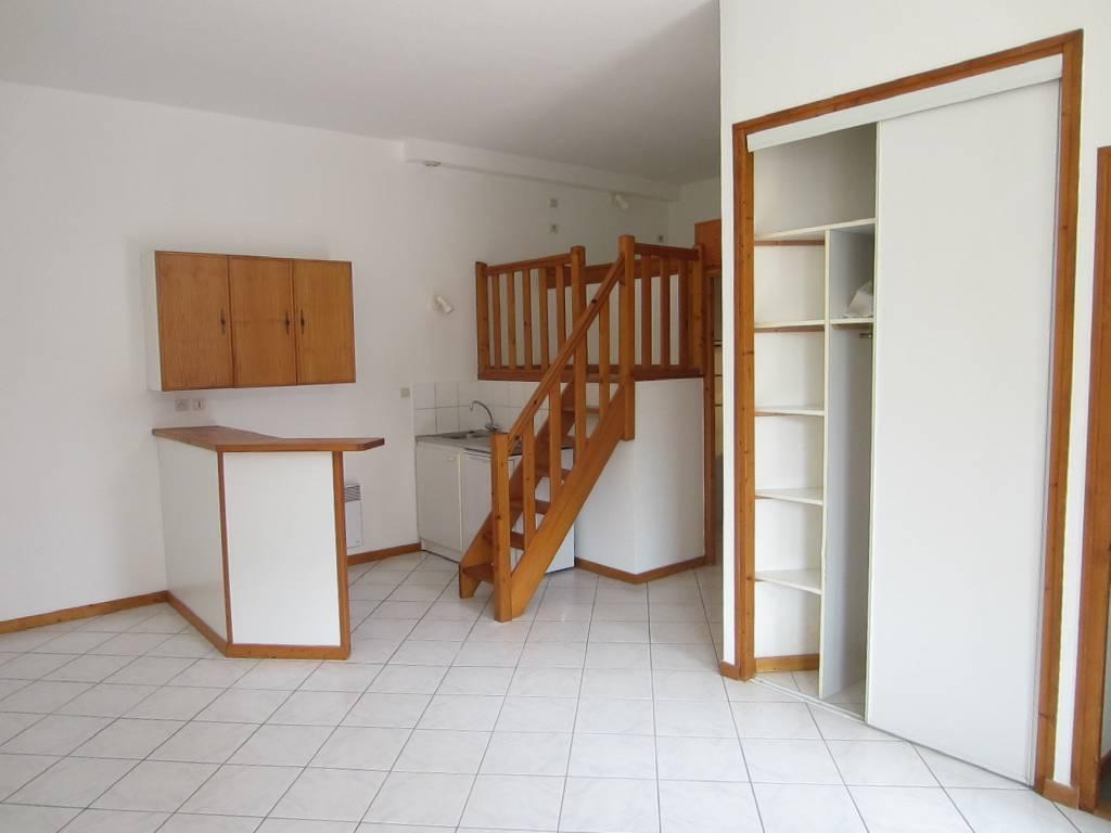 appartement f2 1 chambres besan on m vendu. Black Bedroom Furniture Sets. Home Design Ideas