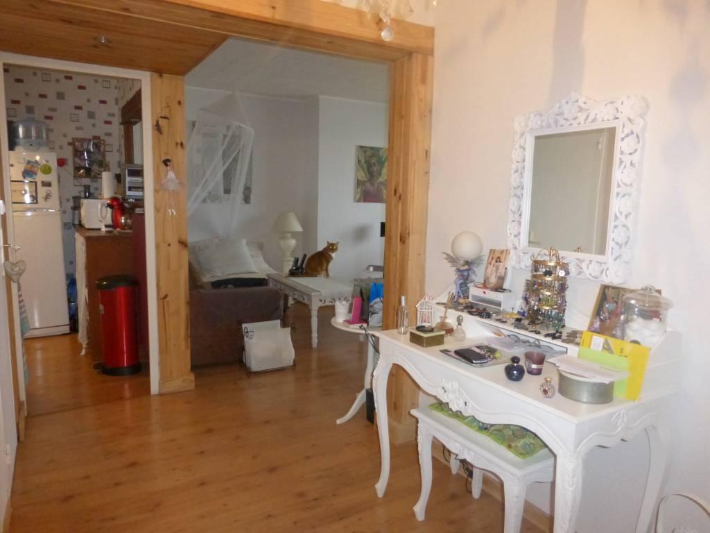 appartement f3 2 chambres besan on m vendu. Black Bedroom Furniture Sets. Home Design Ideas